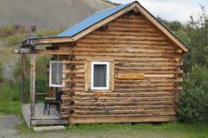 rental cabin at Maclaren Lodge